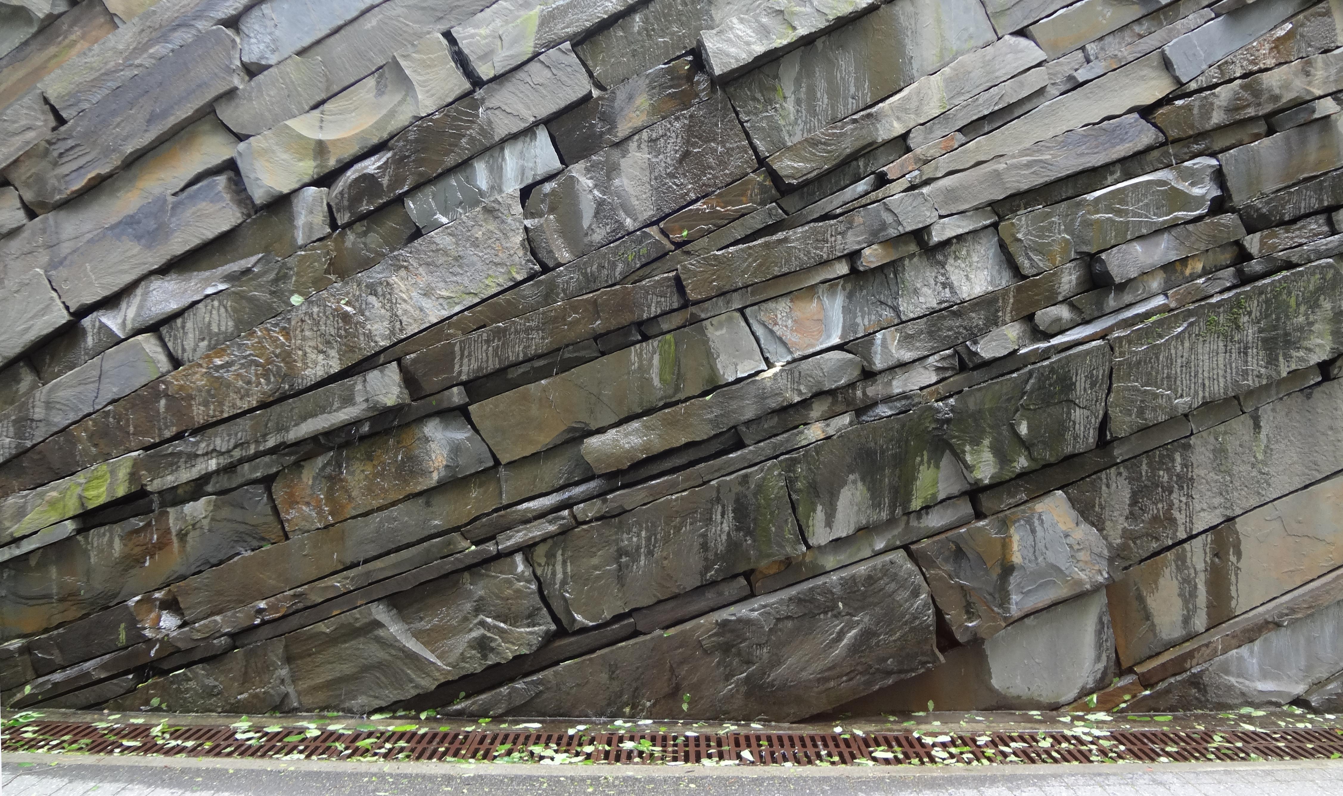 Teardrop wall