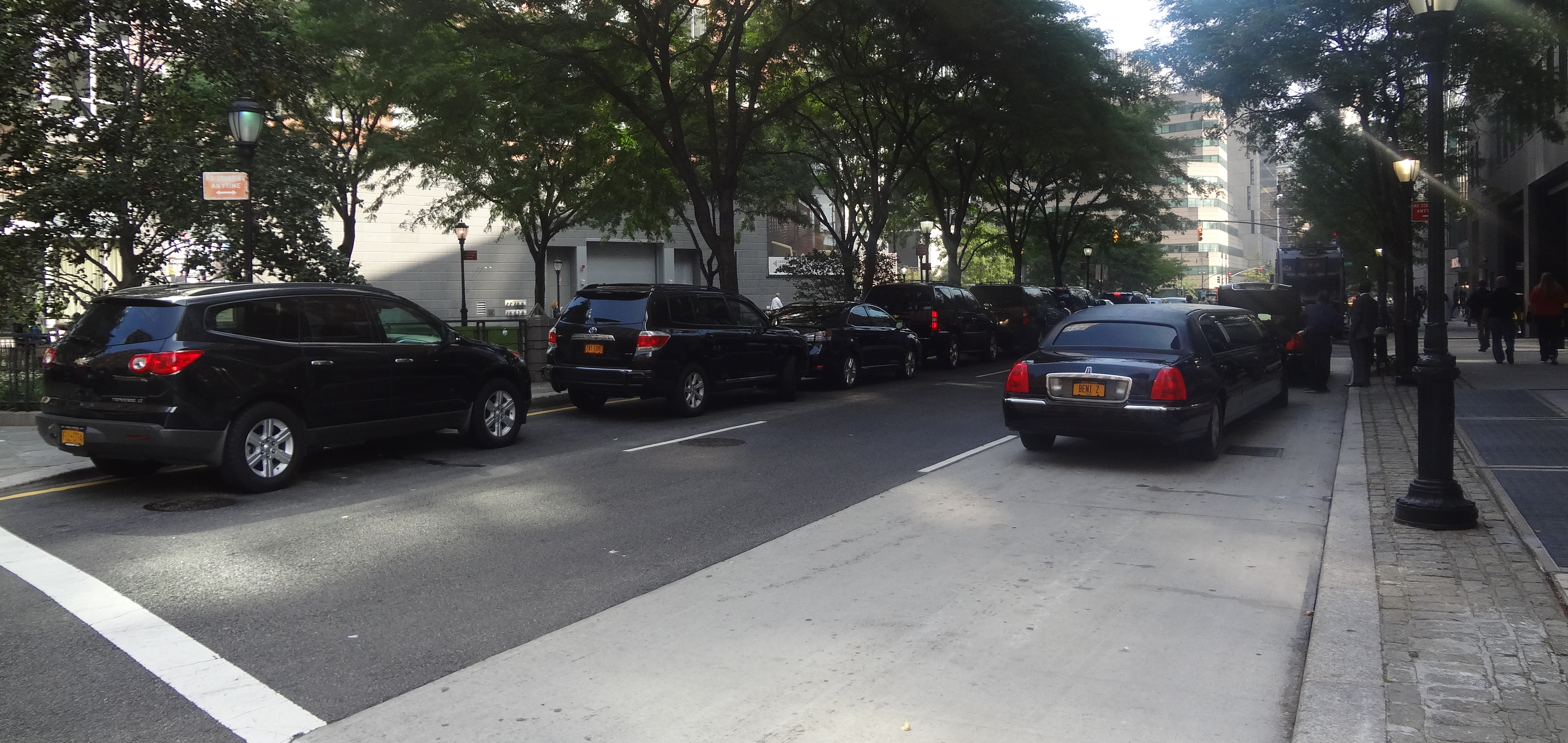 Muuray Street and NE Ave illegal town cars