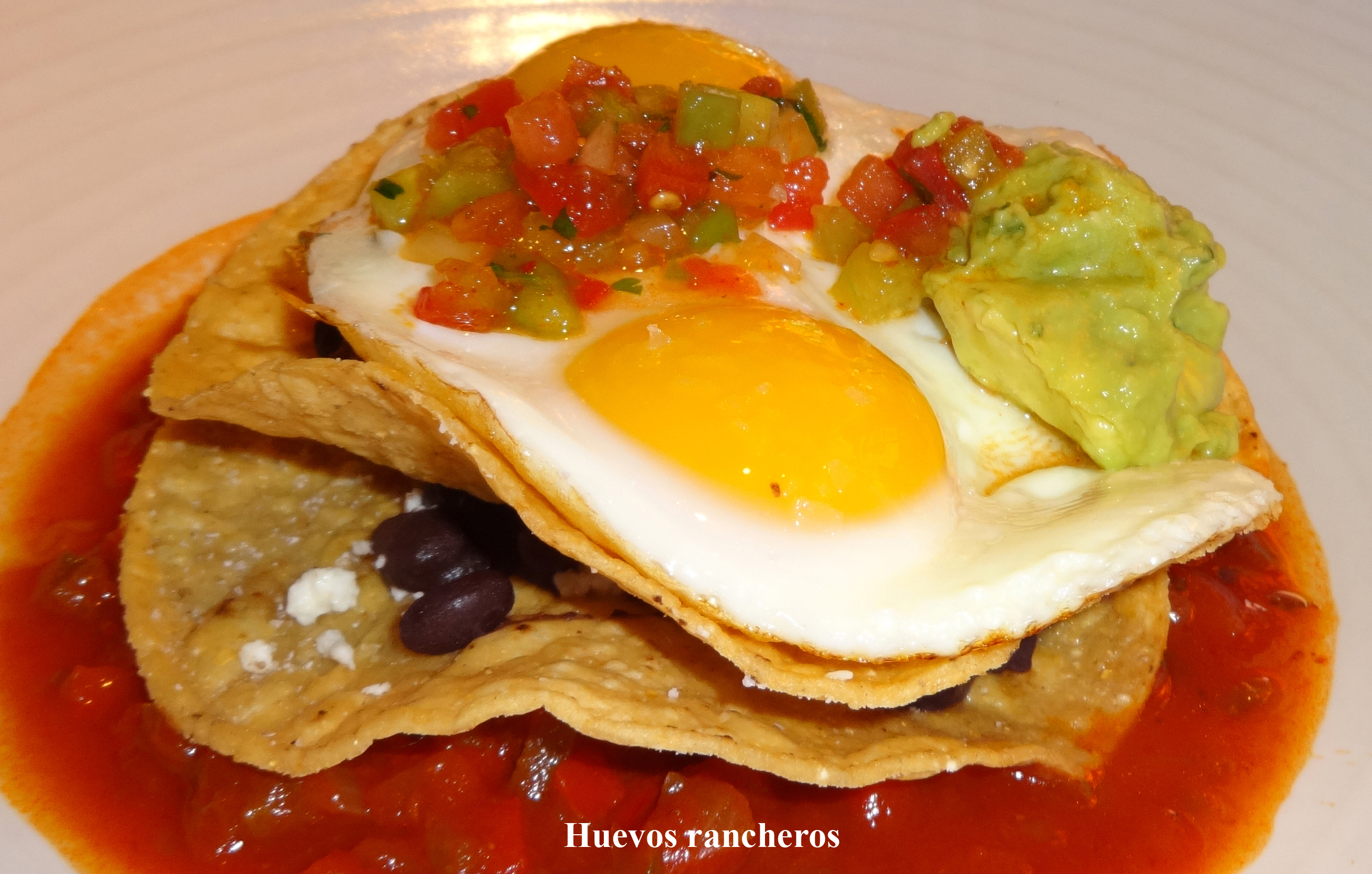 Huevos rancheros El Vez side close