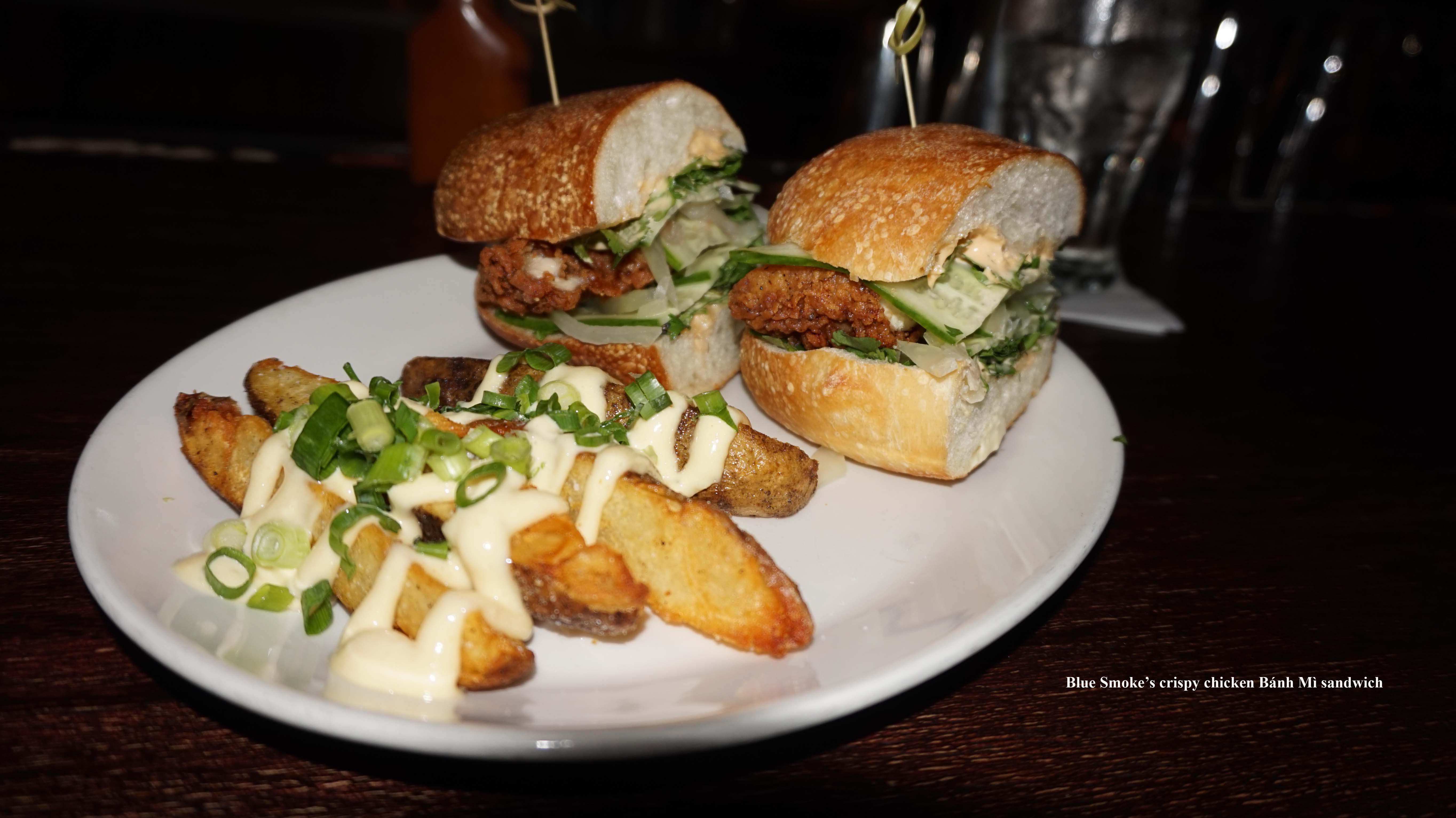 Blue Smoke crispy chicken Bánh mì