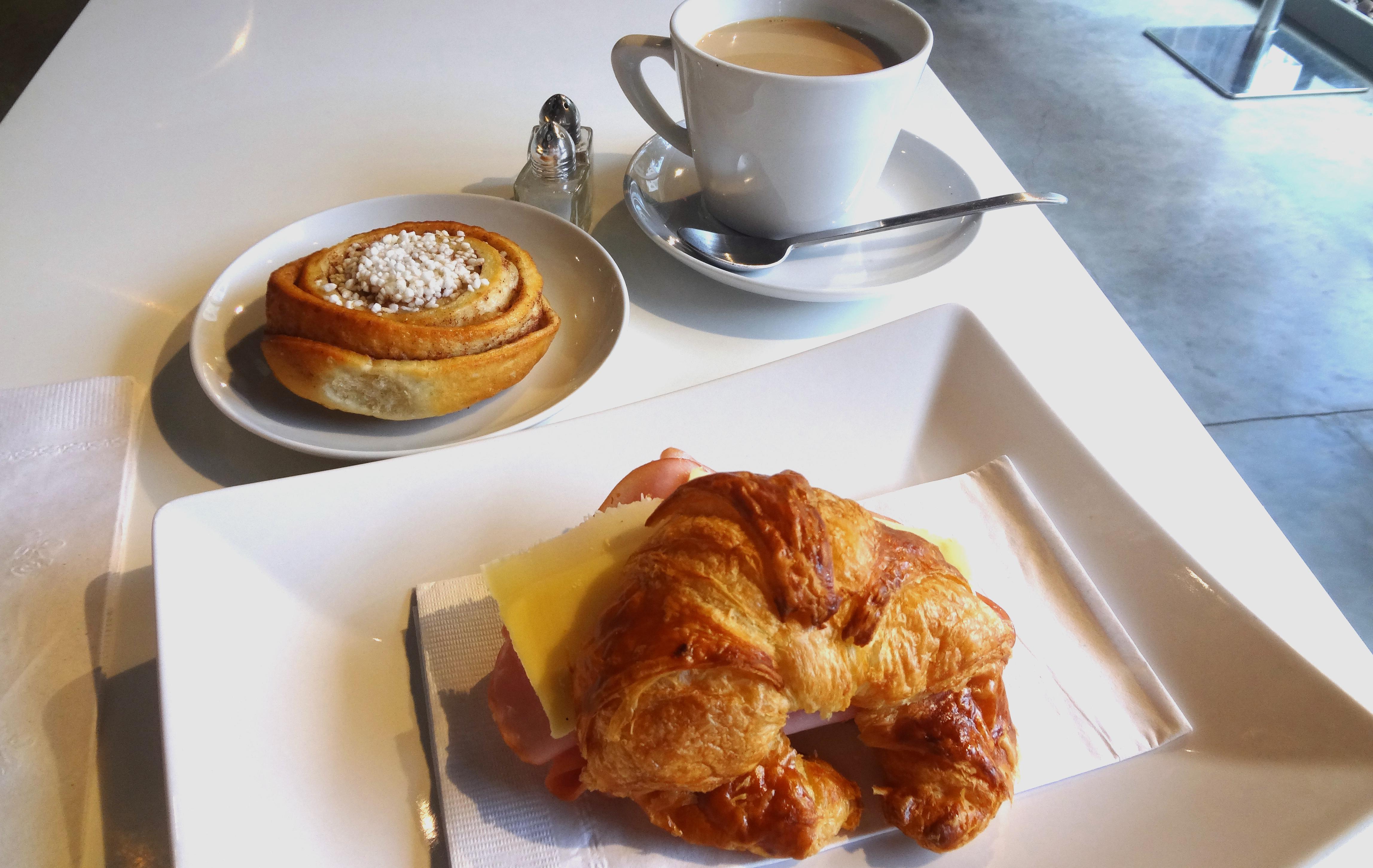 FIKA-croissant-and-cinamon-bun