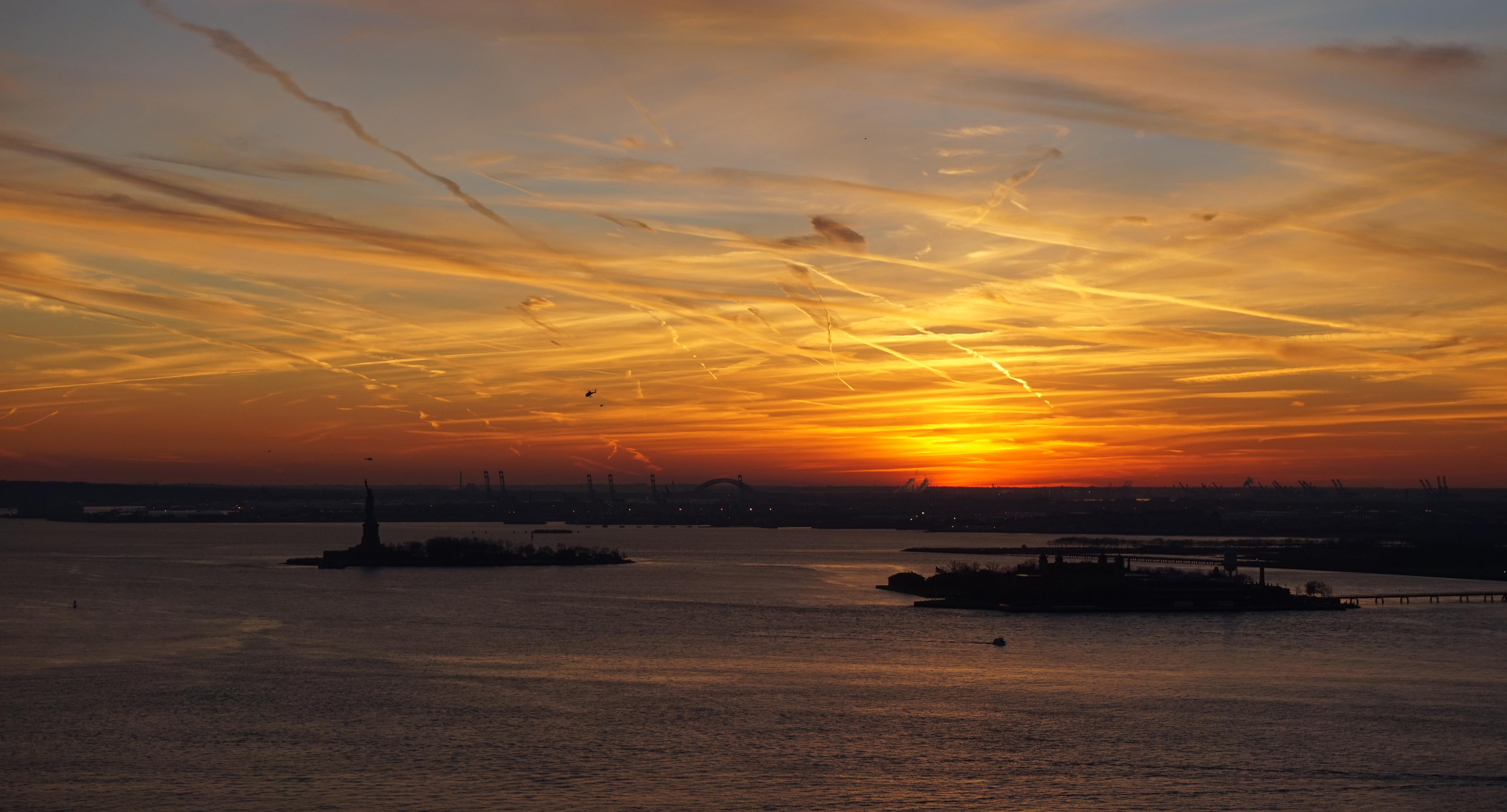 Sunset over New York Harbor 12-27-2014 zoom