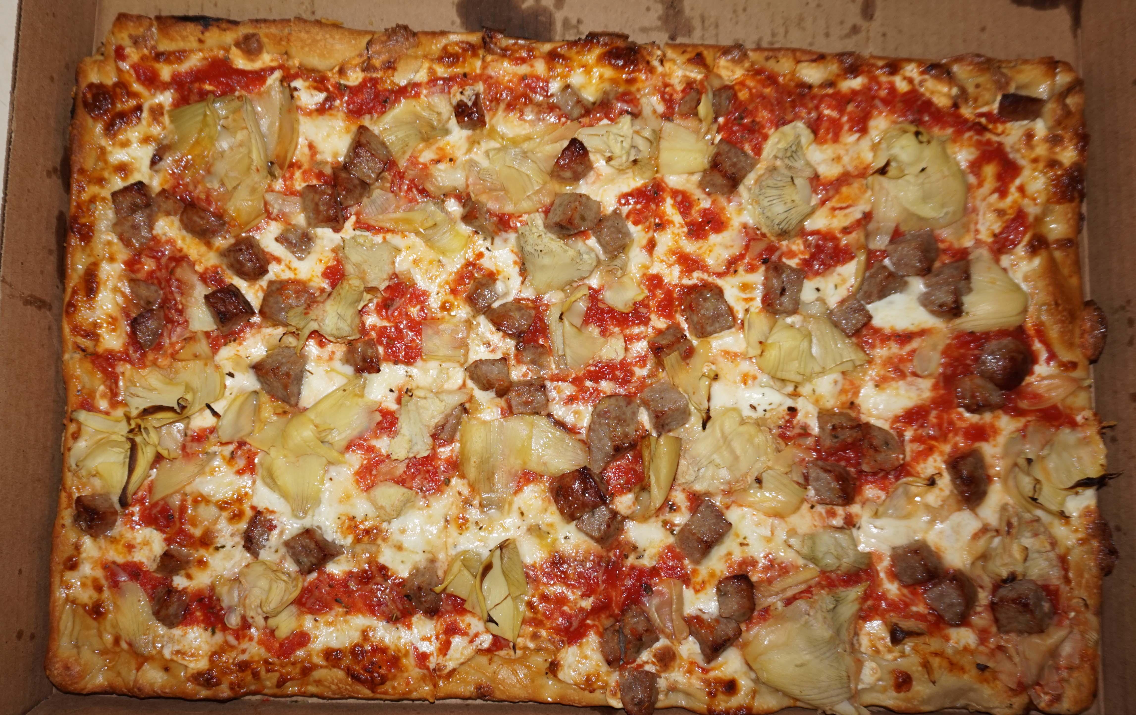 Inatteso artichoke sausage pizza top