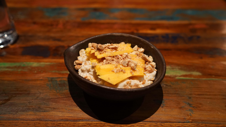 Khe Yo rice oudding mango