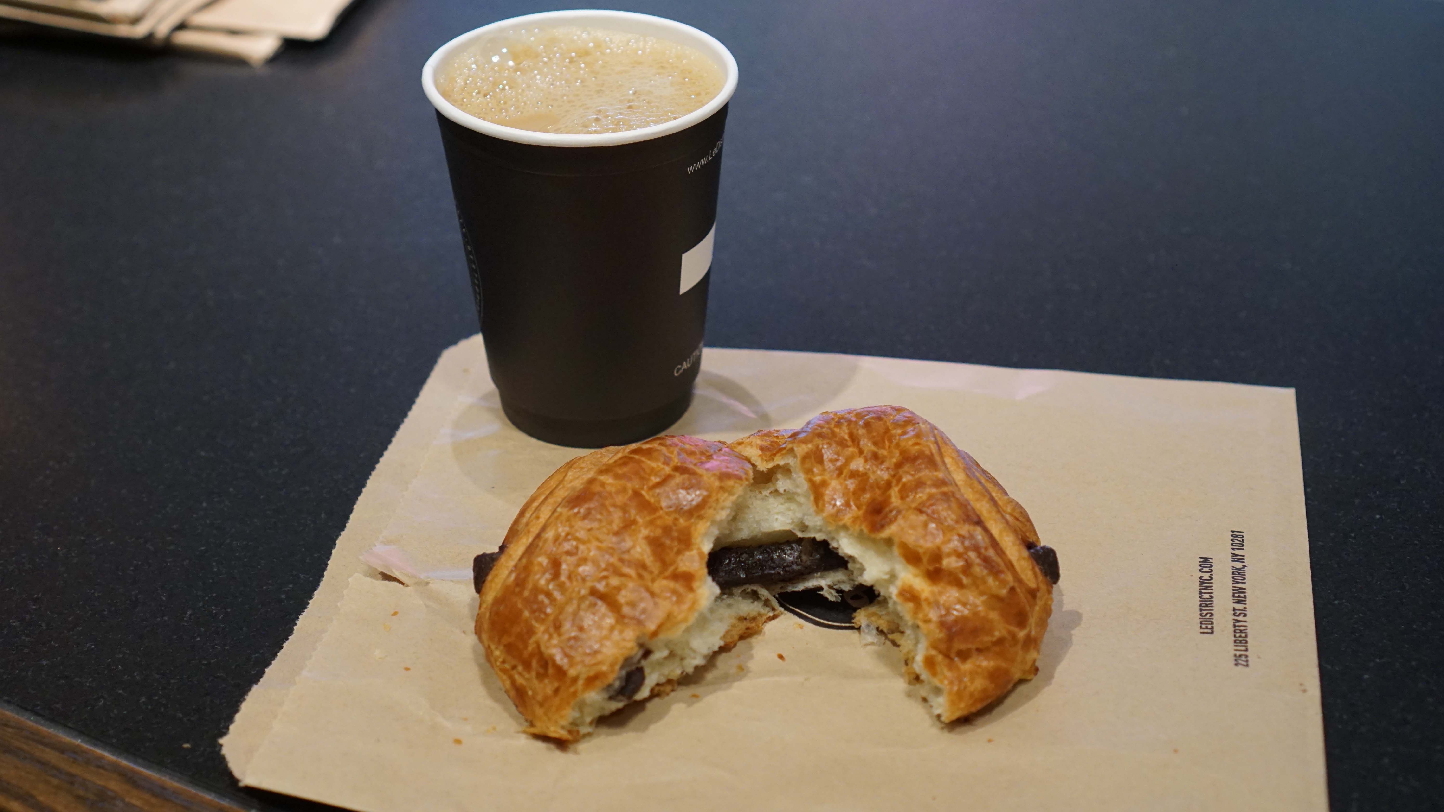 Le District bakery chocolare pain and coffee