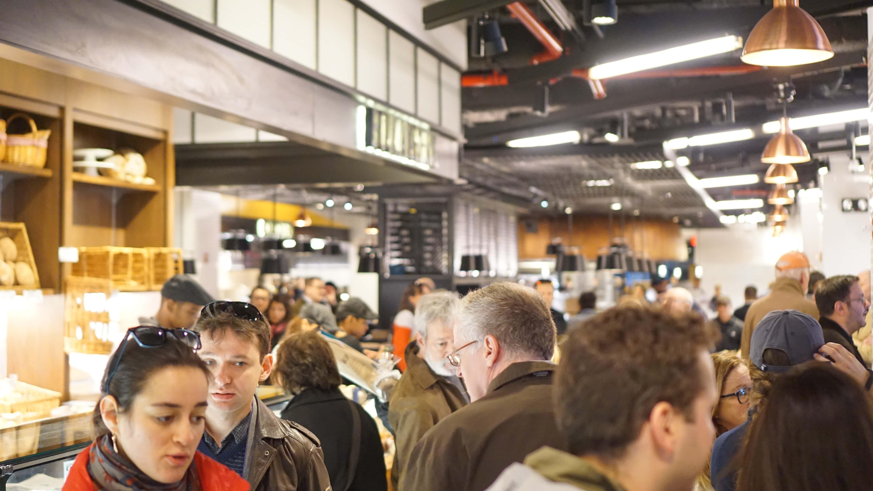 Le District crowds