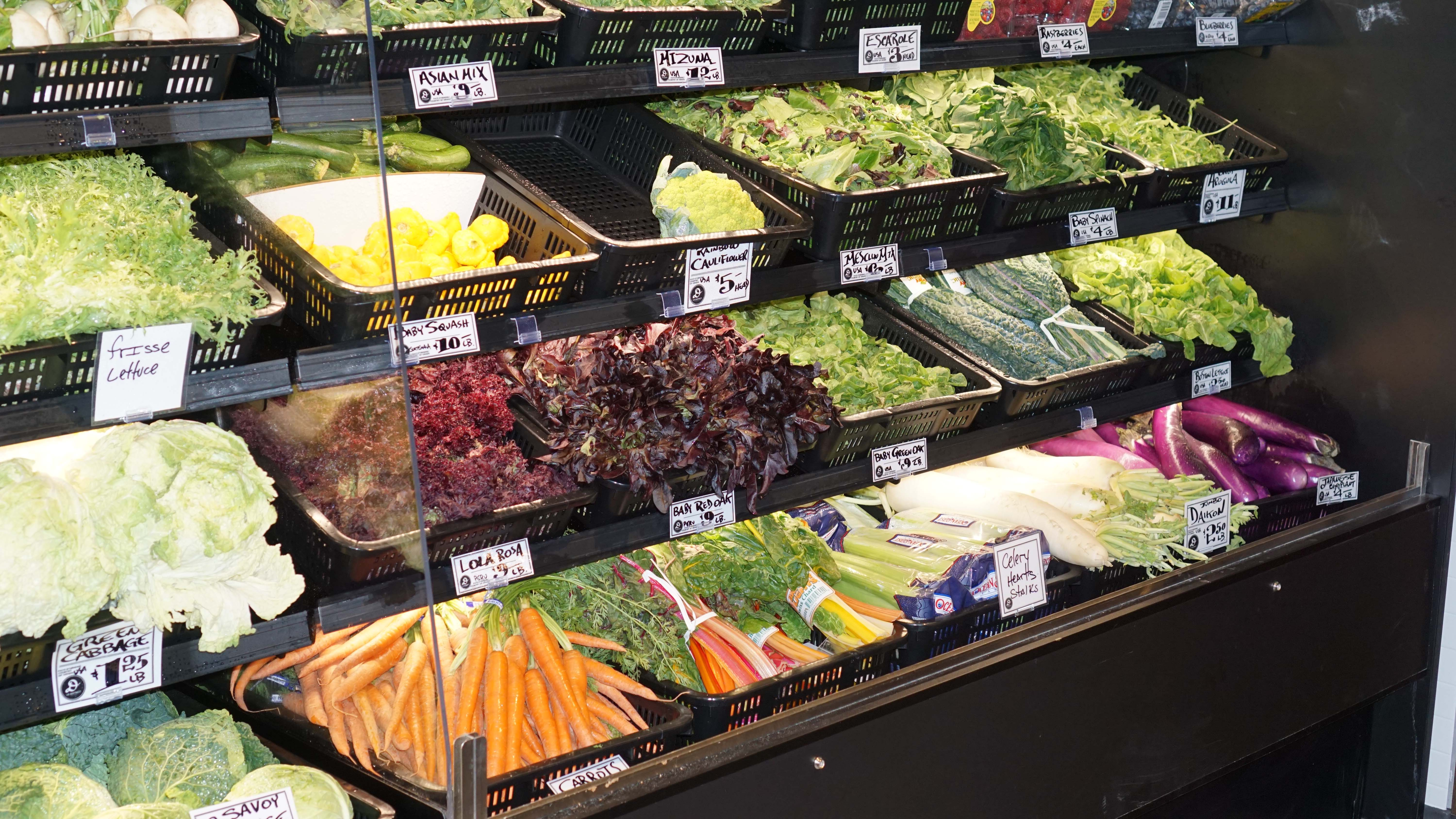 Le District grocery store 11
