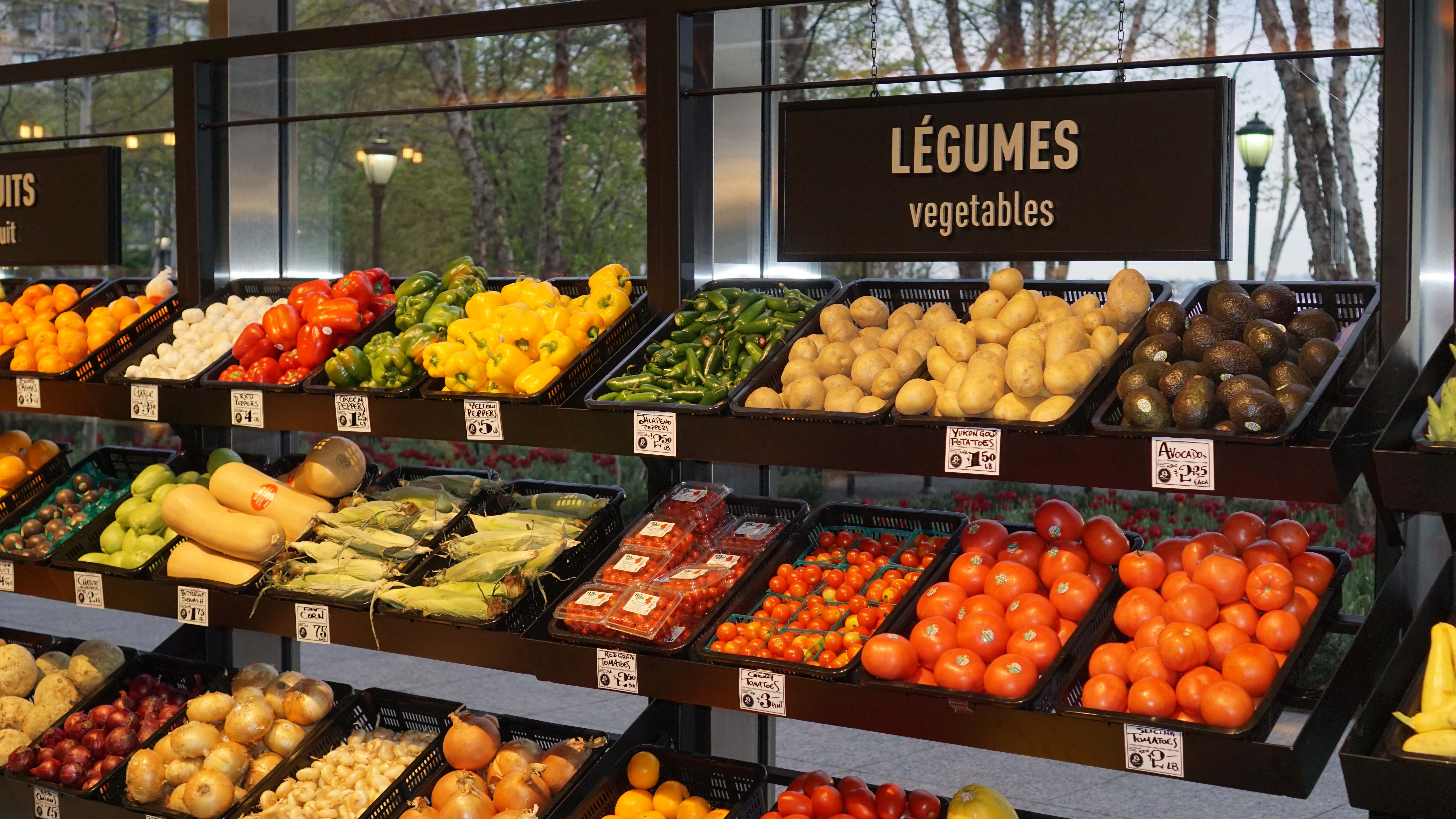 Le District grocery store 12