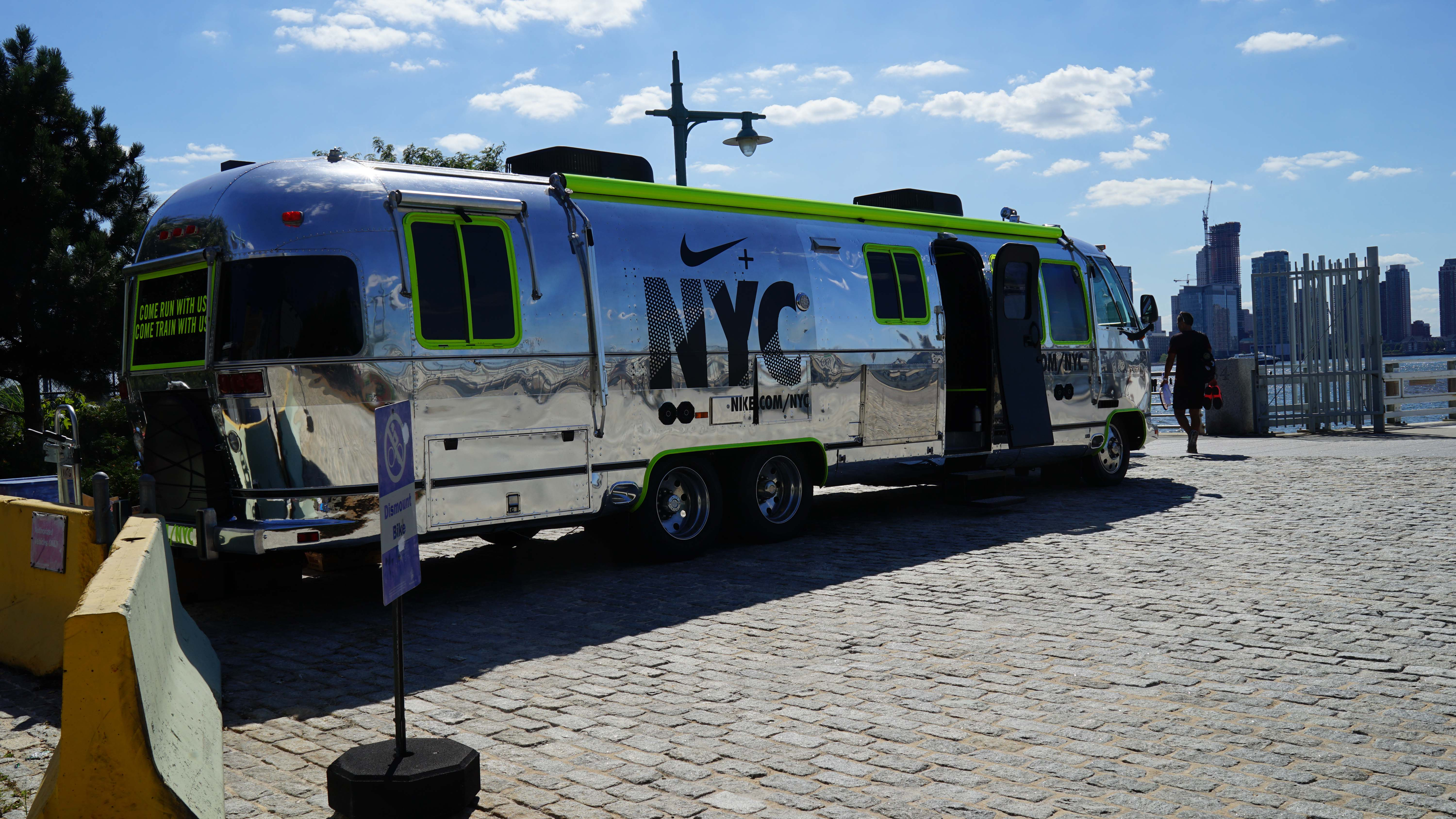 Nike air stream bus for runners
