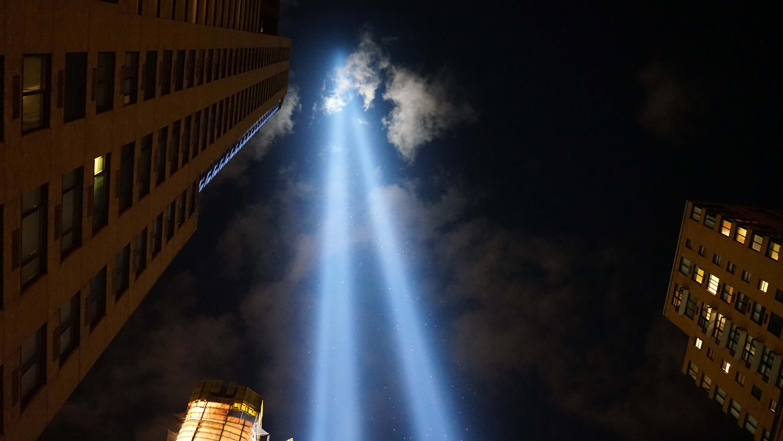 911 spot lights looking straight up 2015