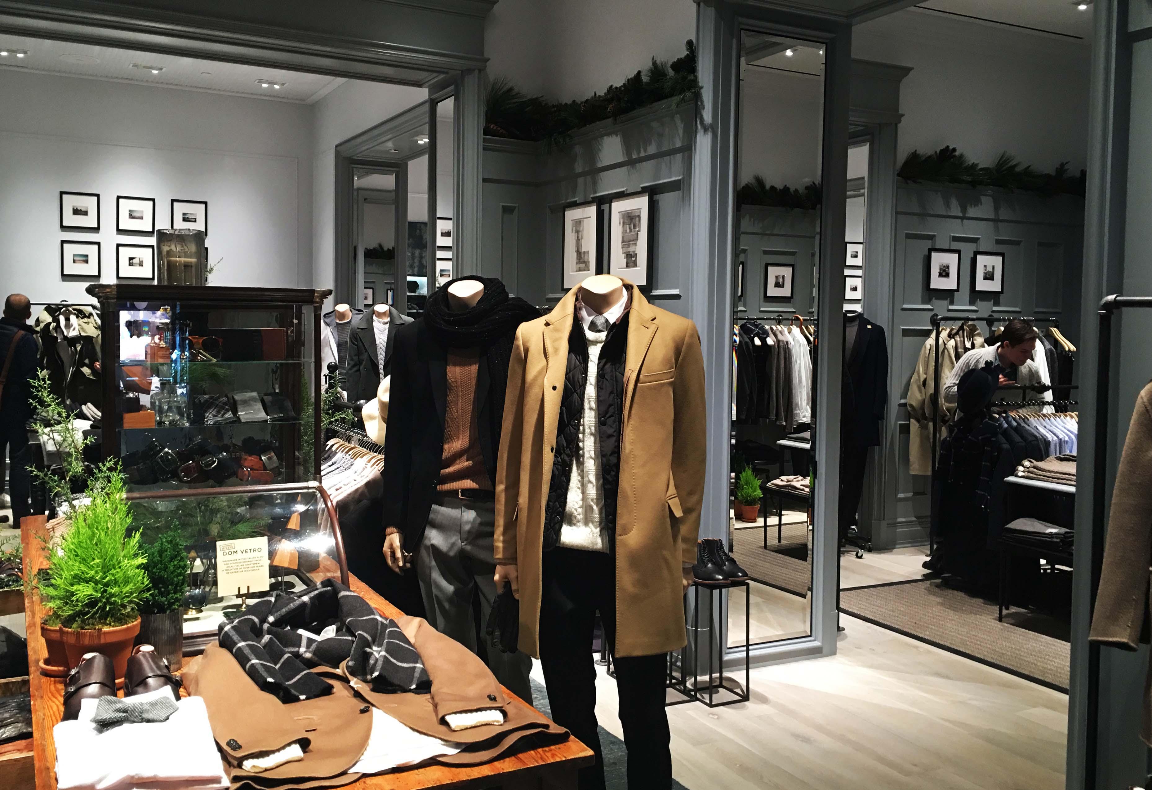Club Monaco mens shop inside