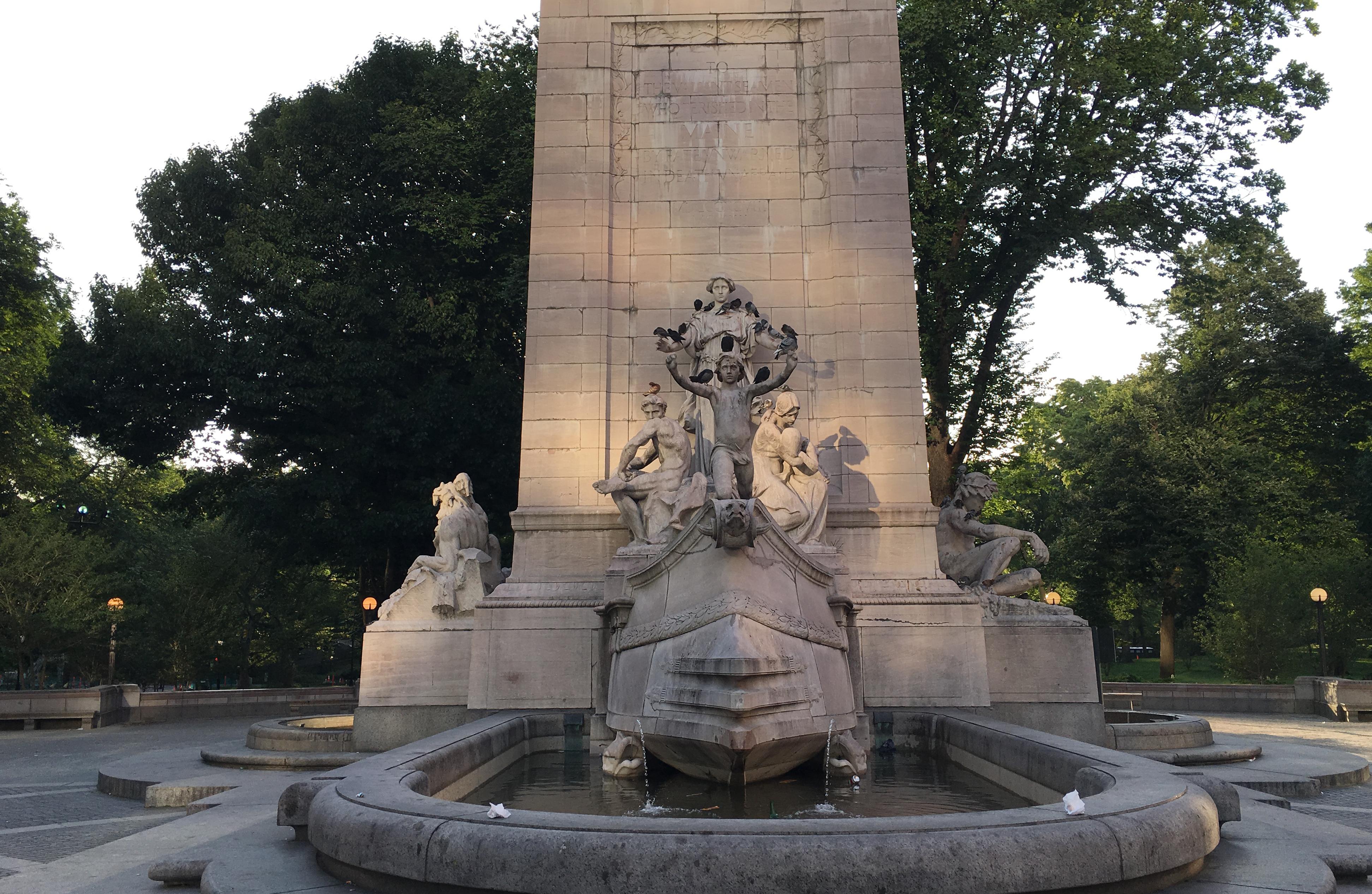 Columbus Circel statues B