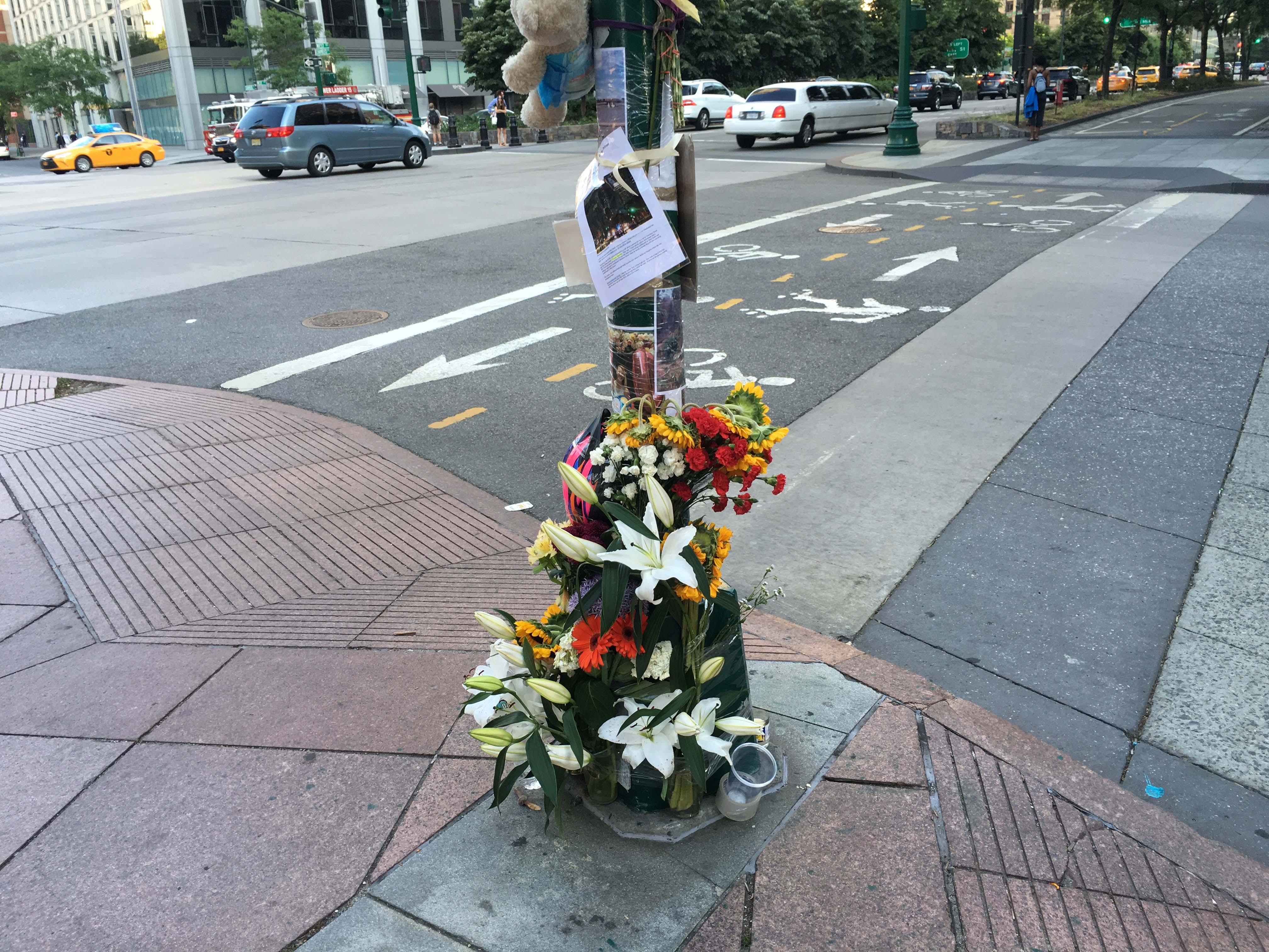 Memorial on Chambers Street close