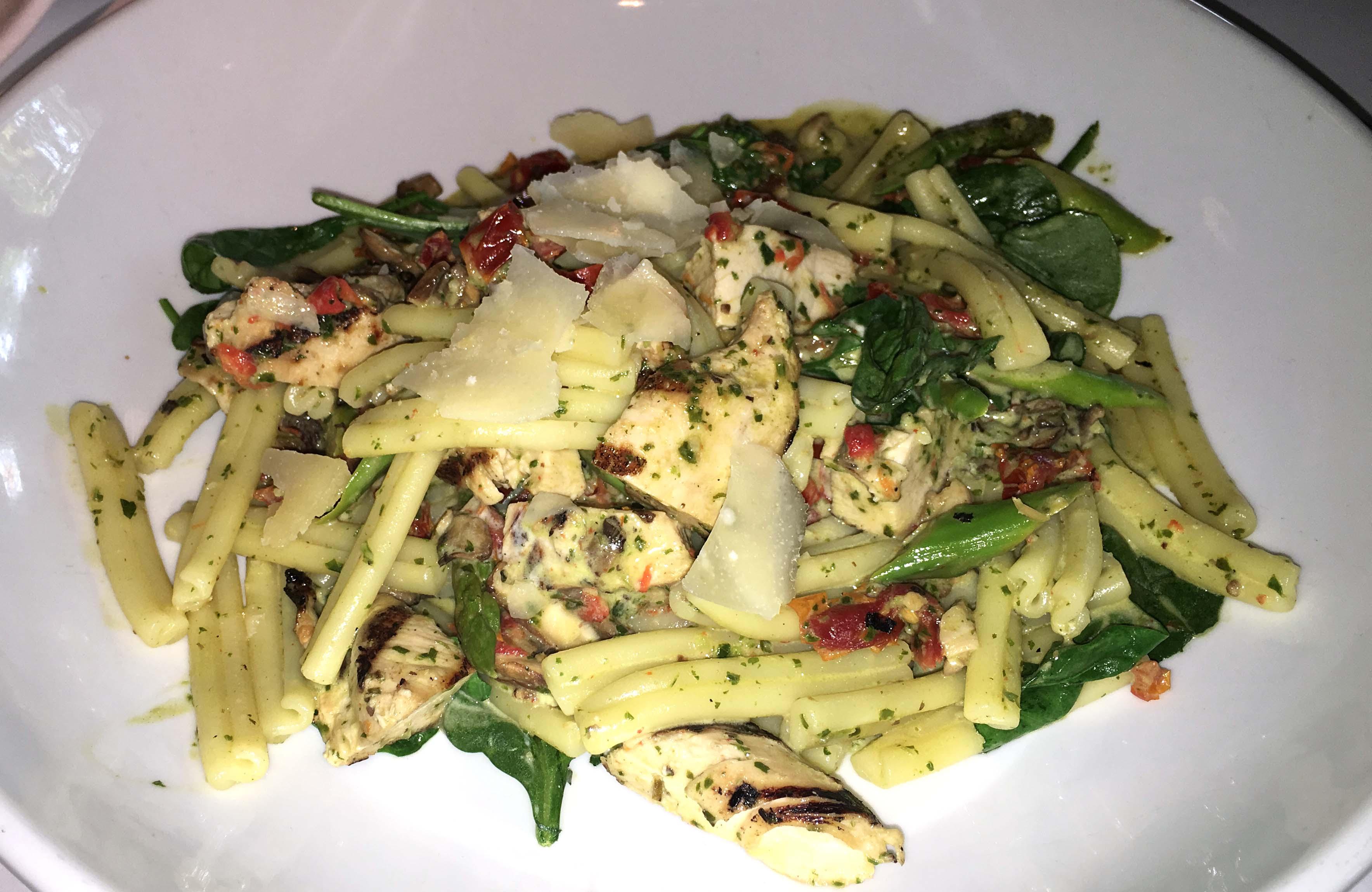 Lindeys pasta and chicken