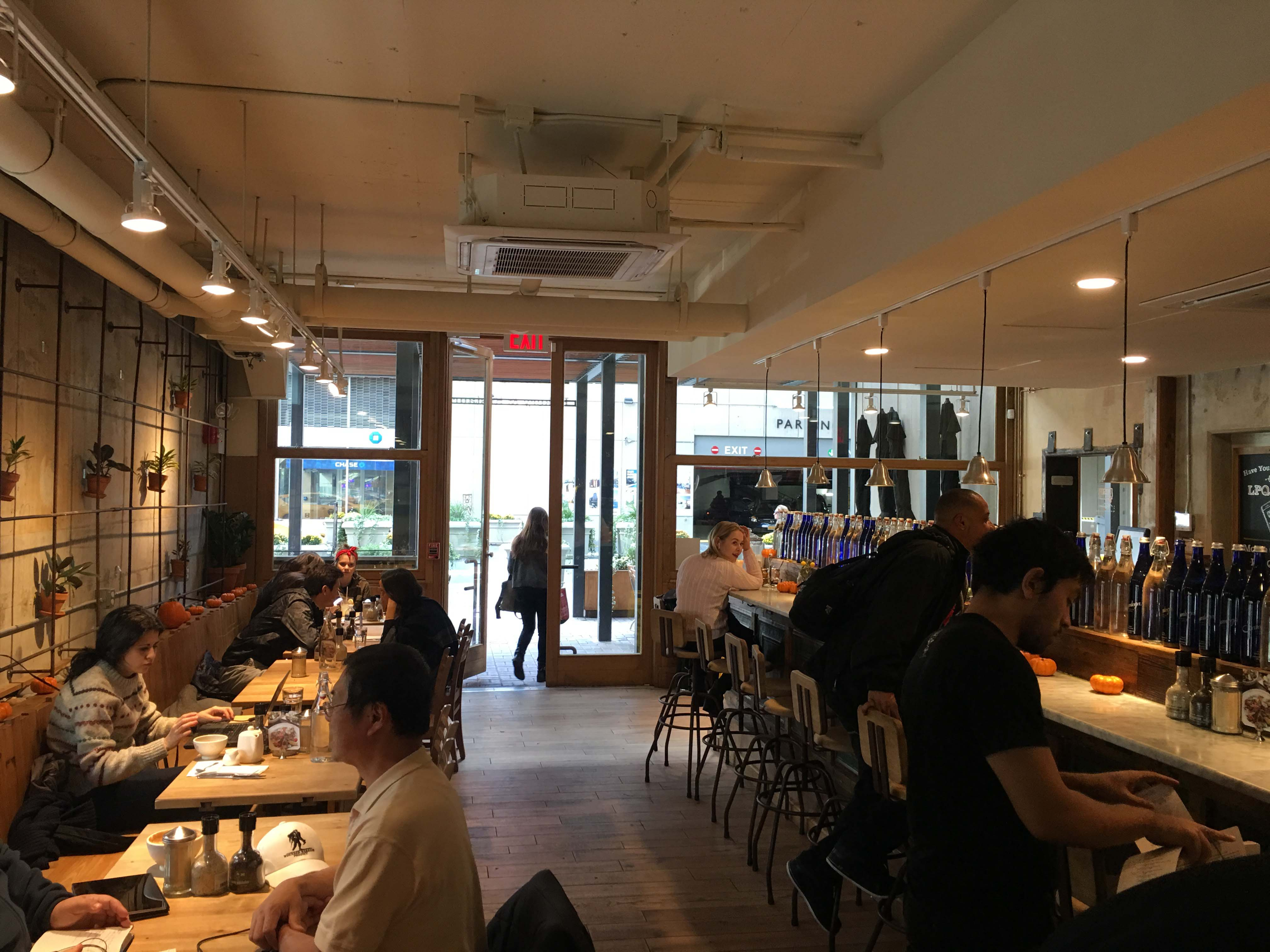 le-pain-quotidein-dining-room-front