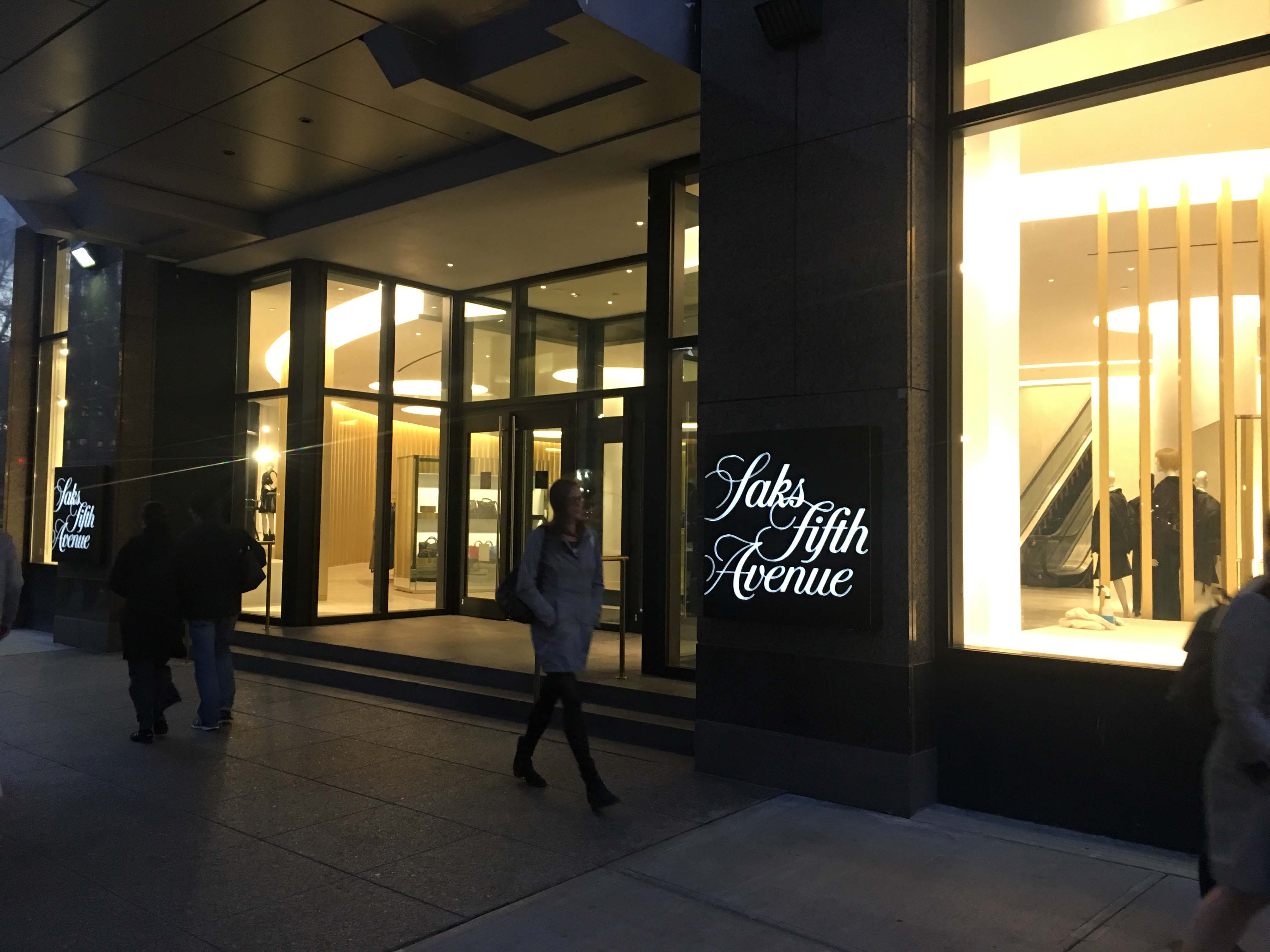 saks-fifth-ave-liberty-entrance-b